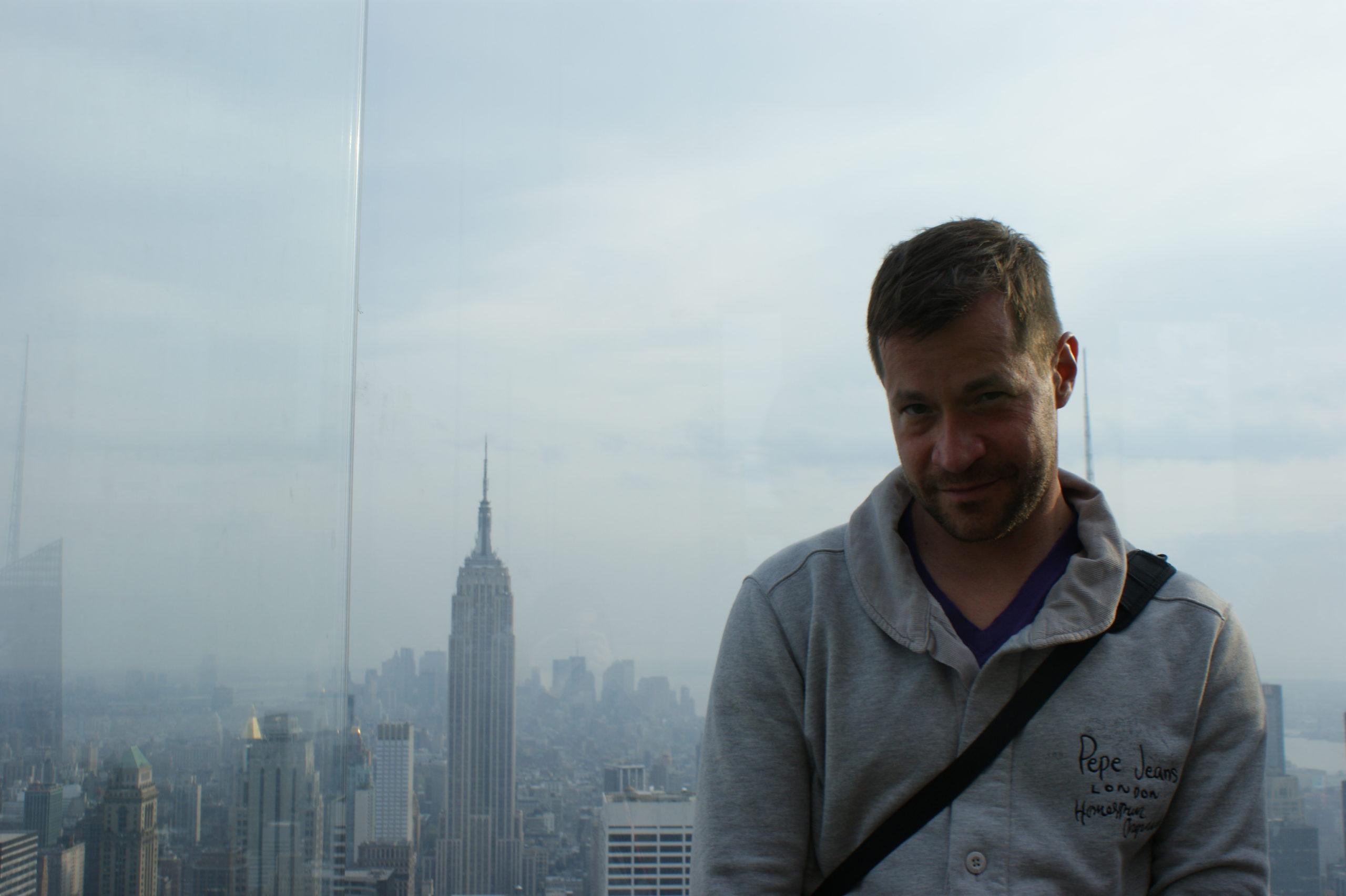 Widok na Empire State Building z Rockefeller Building